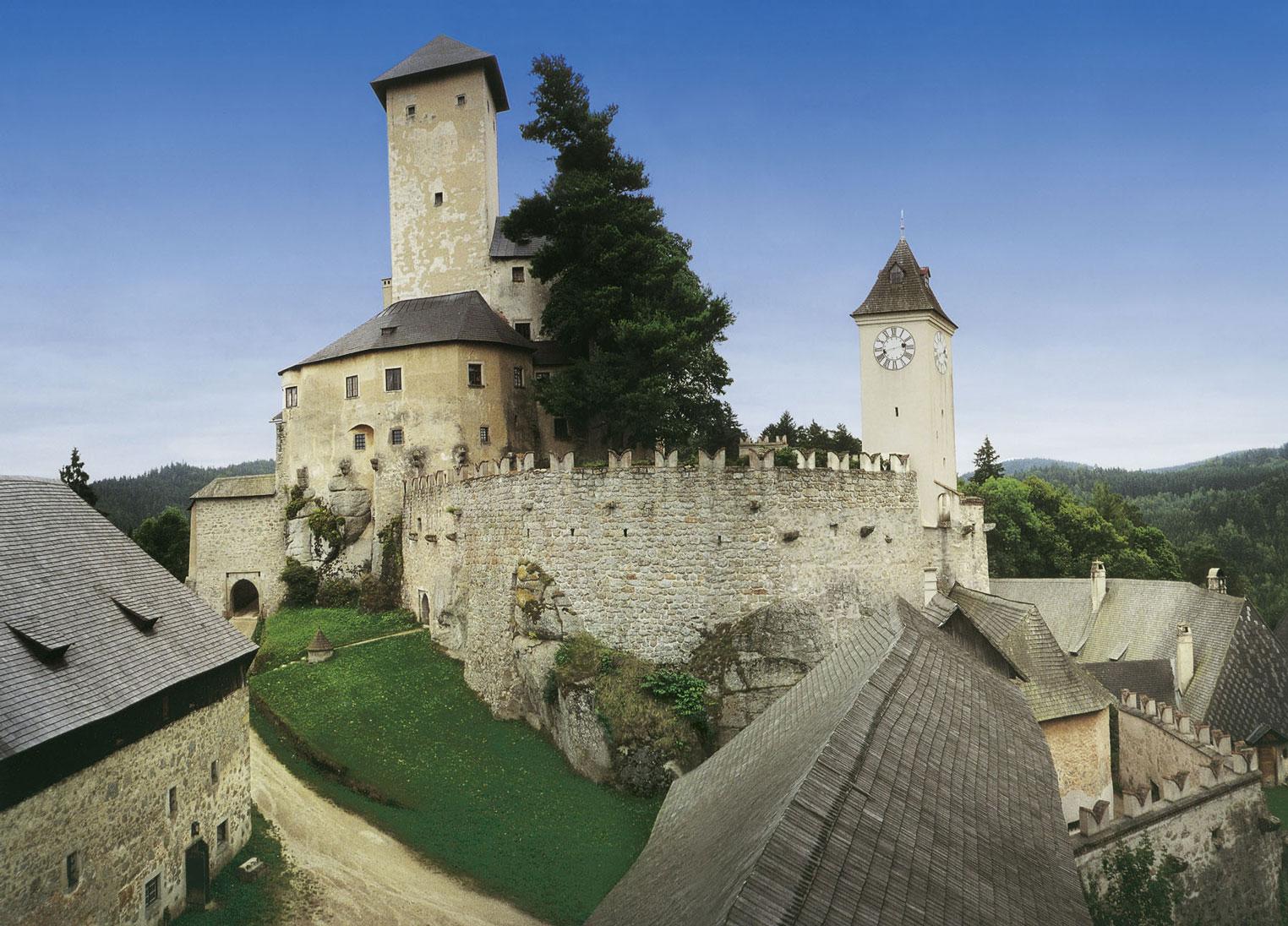 """Ansicht Nord mit """"Bergfried"""""""